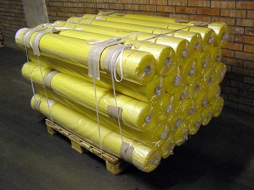 Желтая пленка для теплиц на снимке